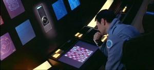 """Screenshot """"2001 – Odyssee im Weltraum"""": HAL spielt gern und gut Schach, genauso wie Regisseur Kubrick"""