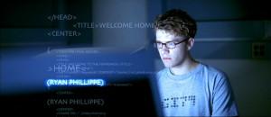 """Screenshot """"Antitrust"""": Der Film-Vorspann stimmt auf die Code-Ästhetik ein"""